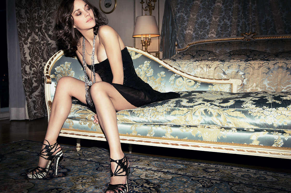 pourquoi la parisienne fait craquer les hommes paris select. Black Bedroom Furniture Sets. Home Design Ideas