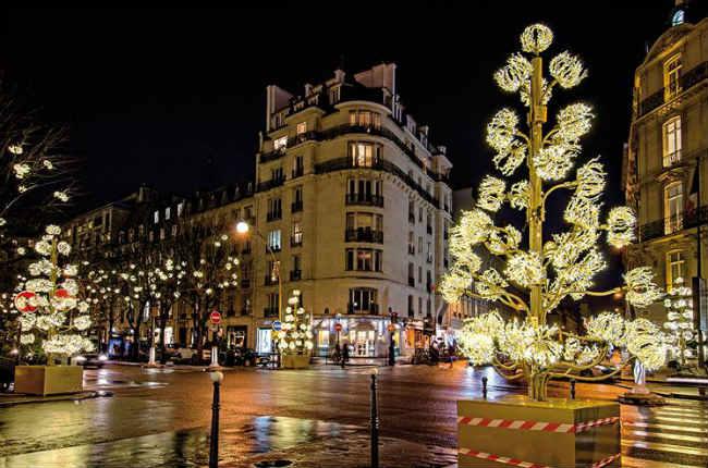 L 39 avenue montaigne s 39 illumine paris select - Illumination noel paris 2017 ...