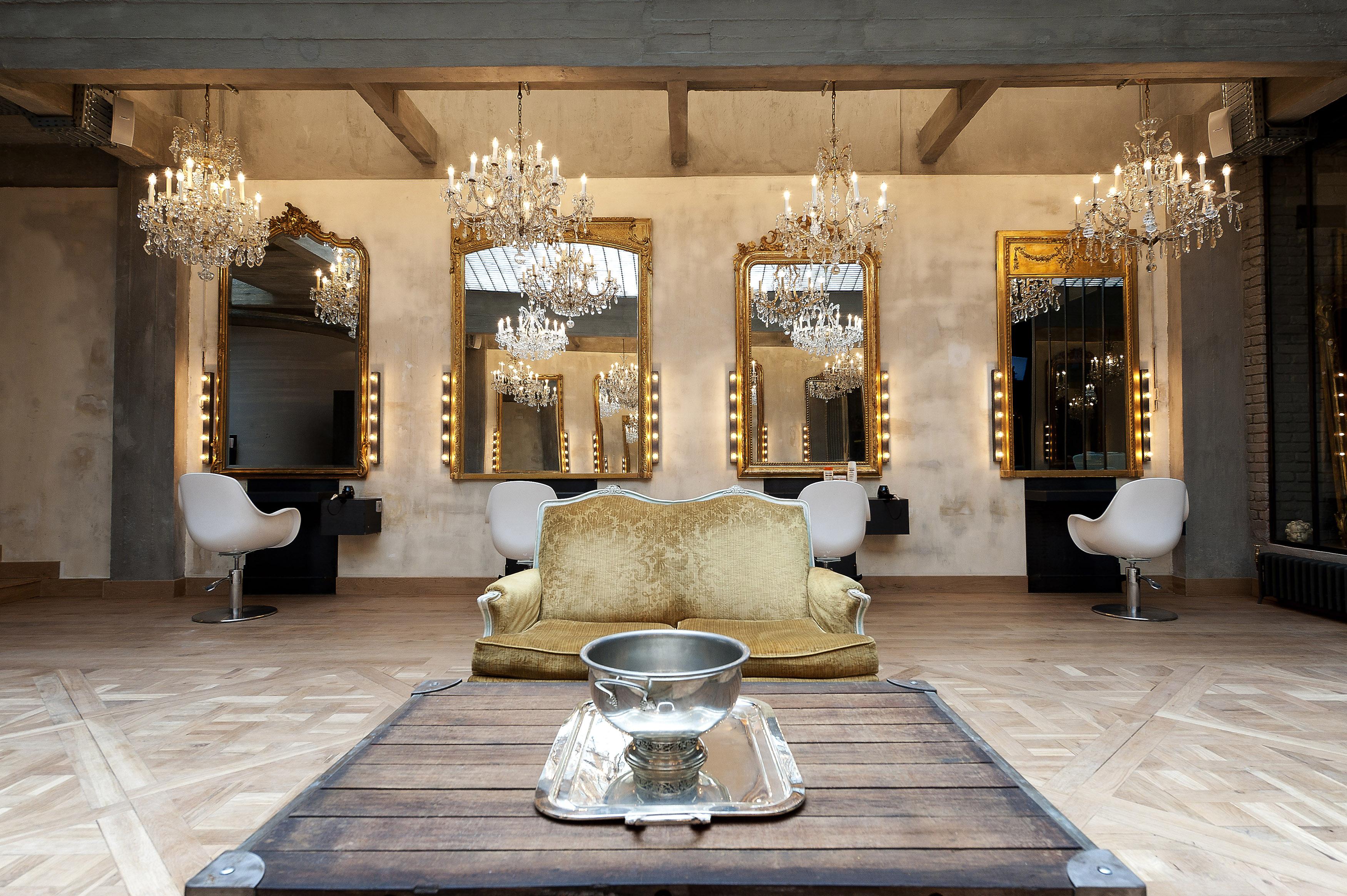 rencontre avec eric pfalzgraf le virtuose de la coiffure qui fait craquer les parisiennes. Black Bedroom Furniture Sets. Home Design Ideas