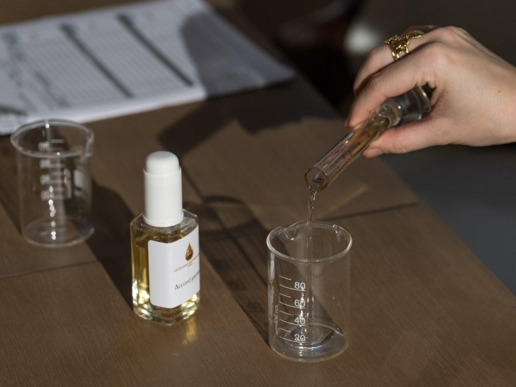 cr ez votre parfum sur mesure avec le studio des parfums paris select. Black Bedroom Furniture Sets. Home Design Ideas